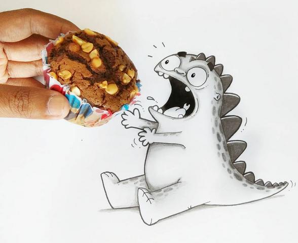 le petit monstre mange un Cupcake