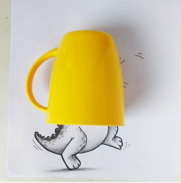 petit monstre coincé dans une tasse